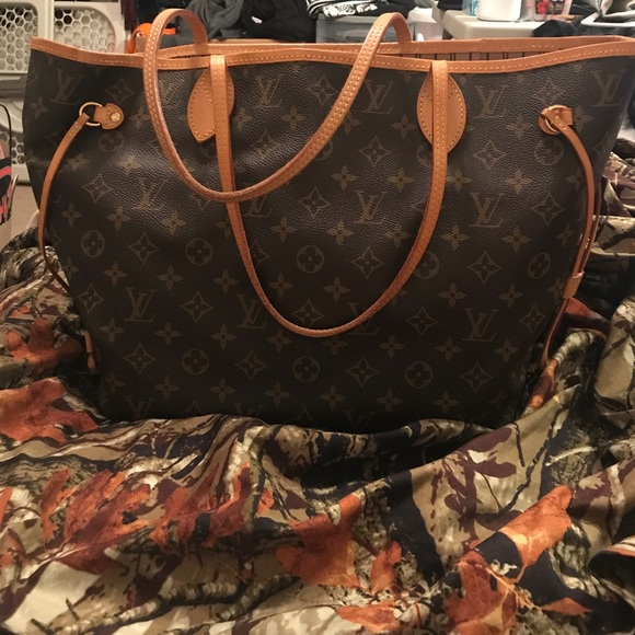 Louis Vuitton Handbags - Louis Vuitton MM Neverfull